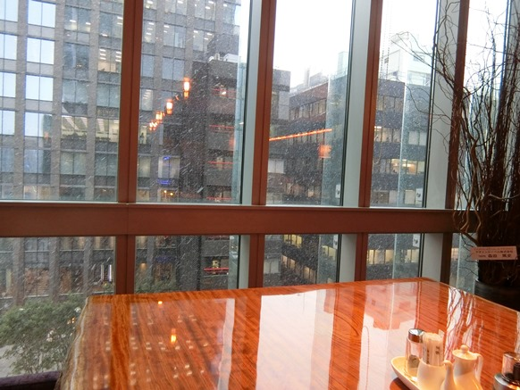 コレド日本橋店「盤古殿 バンコデン」店内窓側席眺望