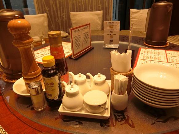 頤和園 京橋エドグラン店 回転テーブル 調味料